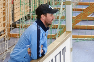 Beim Hallenkick: Amateure-Trainer Andreas Kopfmüller. Foto: AS